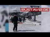 В Грузии на горнолыжном курорте Гудаури сломался подъемник из-за чего были травмированы по меньшей мере десять человек.(1)