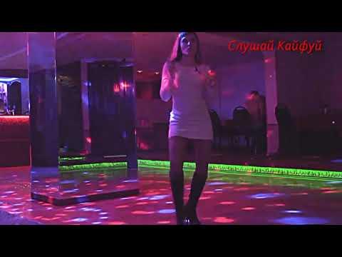 Клевая песенка Девочка танцует всех парней волнует ах какие ножки будто бы с обложки