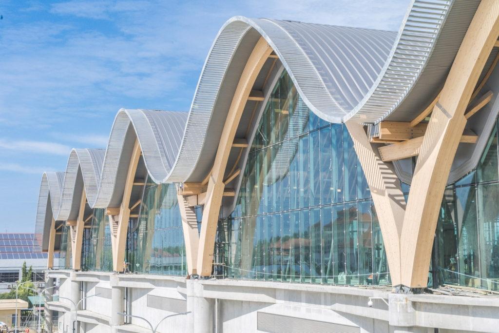 На Филиппинах открылся терминал аэропорта с огромными деревянными арками