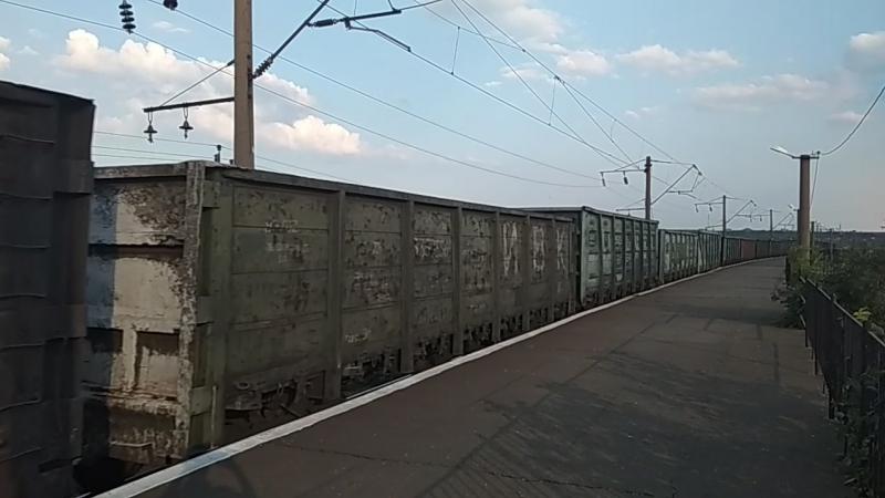 Электровоз 2ЭЛ5 008 с грузовым поездом и приветливый машинист пост 22 км