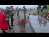 Делегация Минской области возложила цветы к монументу «Курган Славы»