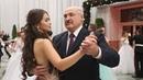 Лукашенко станцевал вальс с мисс Беларусь на республиканском балу во Дворце Независимости