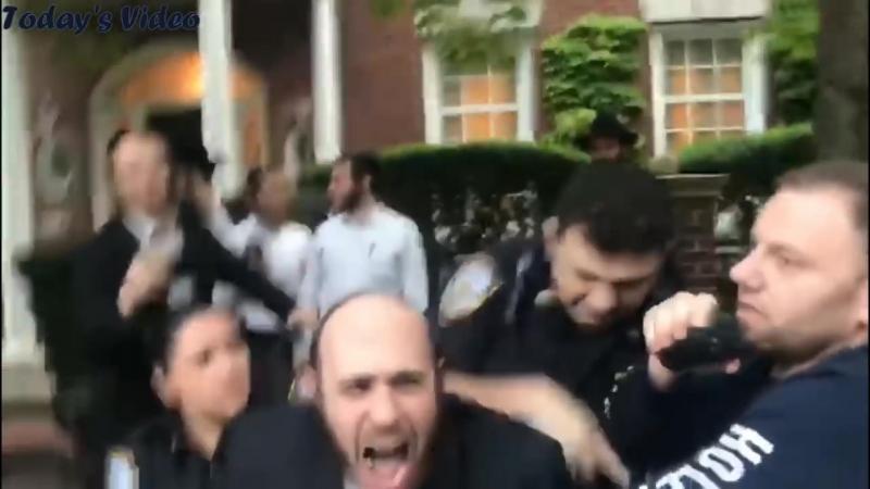 NYPD arresting Hasidic Jews during illegal Boro Park Hachnosas Sefer Torah parade (full version)