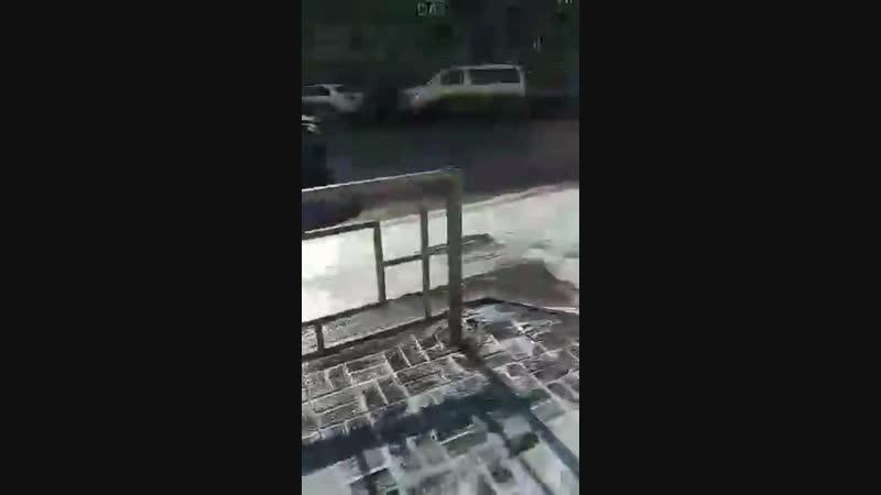 Красноярские дороги начали мыть с шампунем