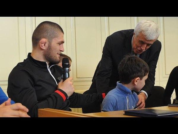 Хабиб Нурмагомедов объяснил семилетнему мальчику, как стать чемпионом UFC [f,b, yehvfujvtljd j,]zcybk ctvbktnytve vfkmxbre, rfr