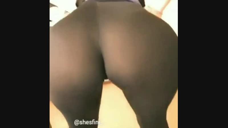 Сексуальная попа в лосинах колготках sexy big ass Spandex Leggings школьница