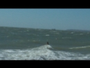 Керчь июль 2018 Оля ныряет под волну Шторм