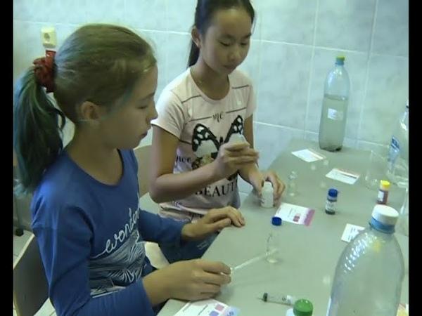 В Уфе дети учатся анализировать состояние жидкости с помощью специальной полевой лаборатории