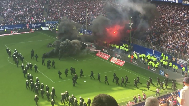 Hamburger SV - Borussia Mönchengladbach   Pyro-Krawalle Spielunterbrechung   12.05.2018