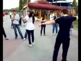 Дагестанцы,грузины,армяне,русские танцуют лезгинку на набережной Таганрога