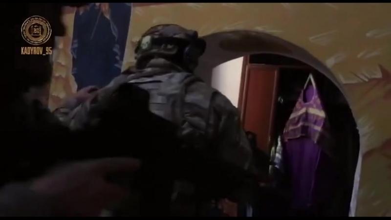 Les Kadyrovsty dirigés par Ramzan Kadyrov pour stopper les terroristes dans l'église de l'Archange Michel à Grozny