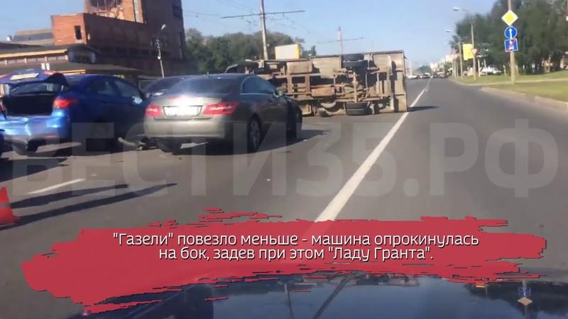 Массовая авария в Череповце: 5 машин столкнулись; есть пострадавшие