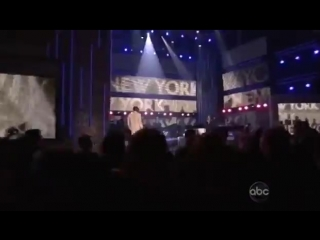 Jay-Z & Alicia Keys - Empire State Of Mind (Live at AMA 09) HQ