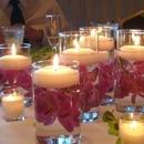 Наливаем в стакан воды, топим там цветки, лепестки и прочую красотищу…