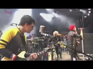 My Chemical Romance feat. Brian May we will rock you Reading Festival.720