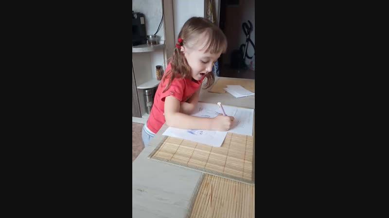 Ульяна учится писать