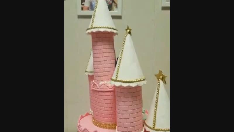 Торт замок Дисней