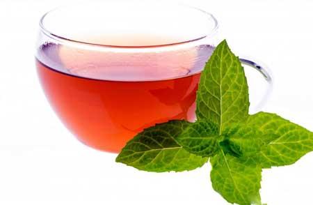 Мятный и ромашковый чаи могут успокоить желудок