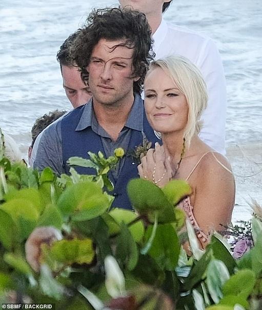 Малин Акерман и Джек Доннелли поженились на пляжной церемонии в Мексике Год назад Малин Акерман, звезда сериала Третья жена и множества комедийных фильмов, и Джек Доннелли, известный по ролям