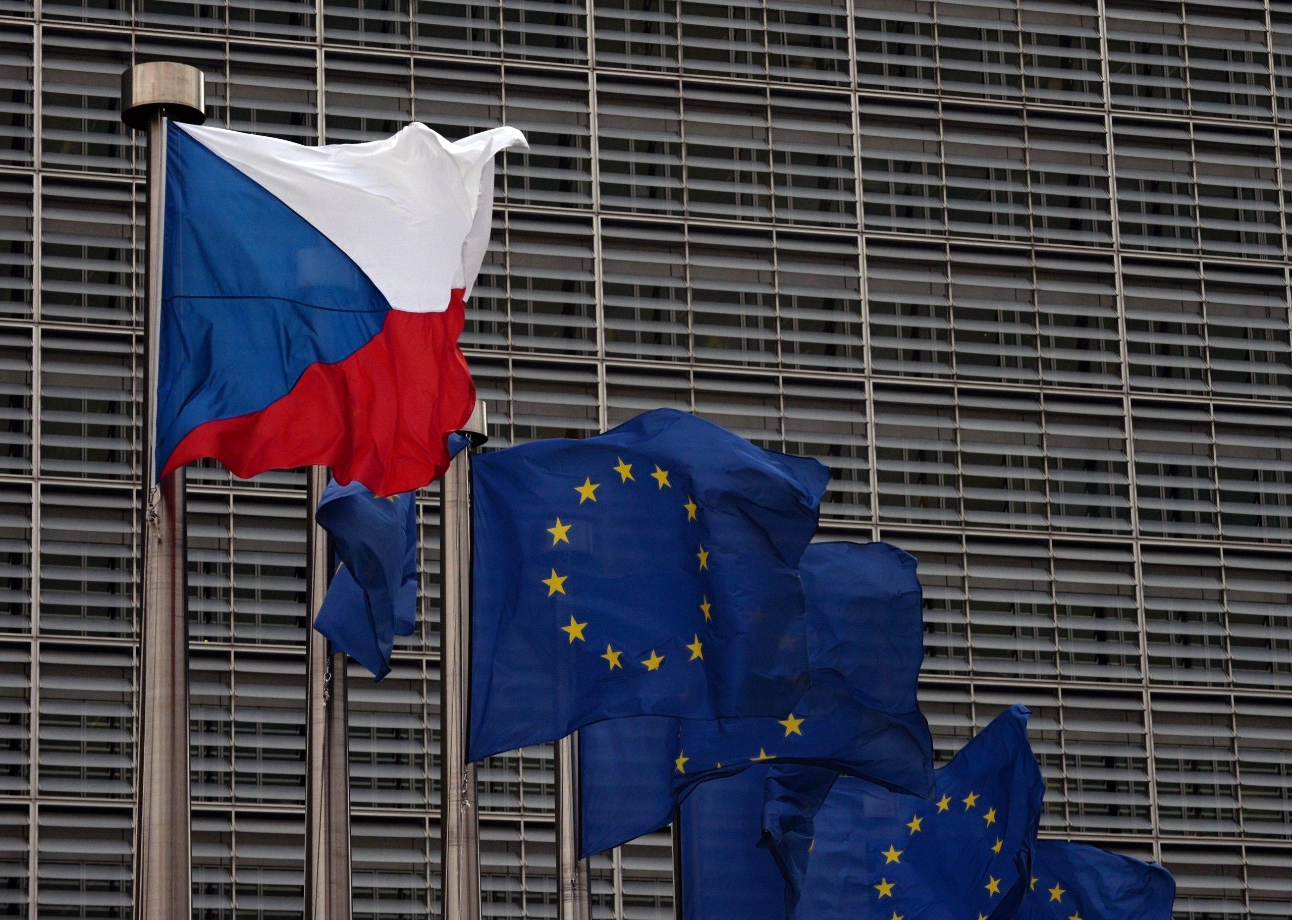 В Еврокомиссии пригрозили избавить ЕС от «от мешков с песком»