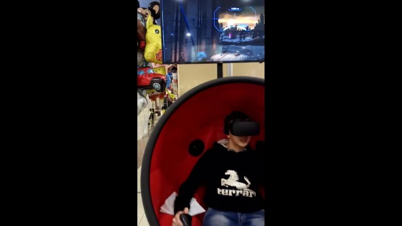 Роботы в очках виртуальной реальности. Очки виртуальной реальности