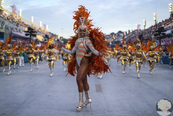 В зажигательном ритме самбы: самое яркое зрелище года  красочный карнавал в Рио-де-Жанейро