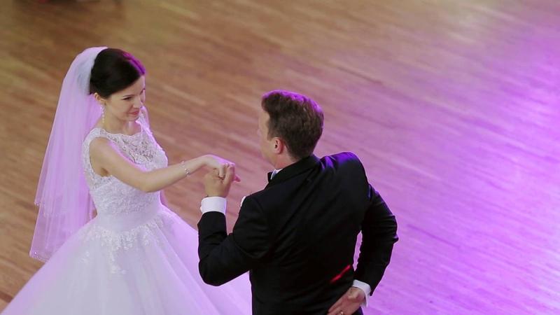 Wyjątkowy pierwszy taniec- walc Pauliny i Michała .The best first dance ever :)