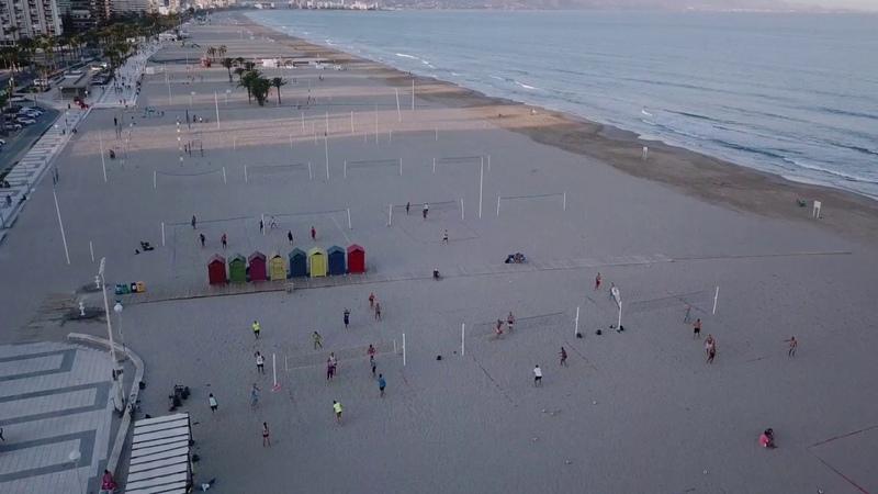 Лагерь пляжного волейбола кэмп в Аликанте