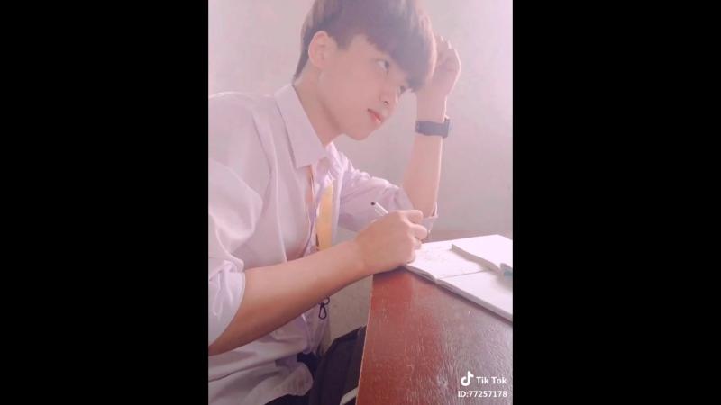 Почему мой одноклассник не красивый азиат ?