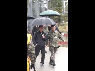 (05.04.18) Джиён покидает тренировочный лагерь 3 пехотной дивизии «Белые Черепа» в городе Чорвон – уезд в провинции Канвондо, Юж