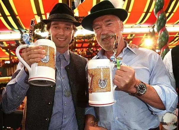 Вчера в Мюнхене стартовал крупнейший фестиваль - Октоберфест. Миллионы туристов со всего мира устремились в столицу немецкой Баварии, чтобы попробовать лучшие сорта пива.