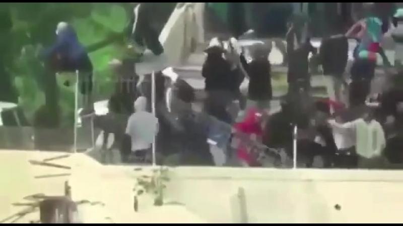 Индонезия. Серьёзные беспорядки на матче Персик Кендал - Персис Соло.