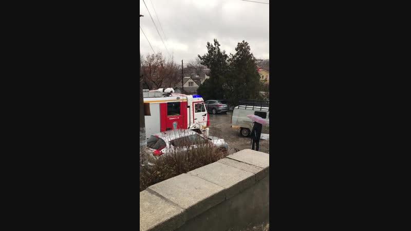 Как наши Симферопольцы пропускают пожарную а потом жалуются что долго едут