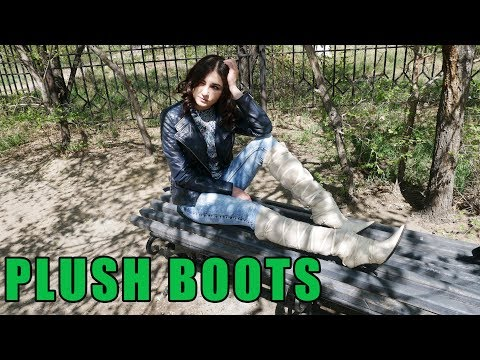 Maria walks through the park in white fur boots pointed toe Gianmarco Lorenzi. Size 37.
