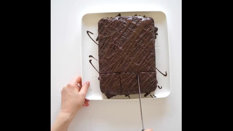 Изумительный яблочный пирог с влажной консистенцией и насыщенным шоколадным вкусом Больше рецептов в группе Десертомания