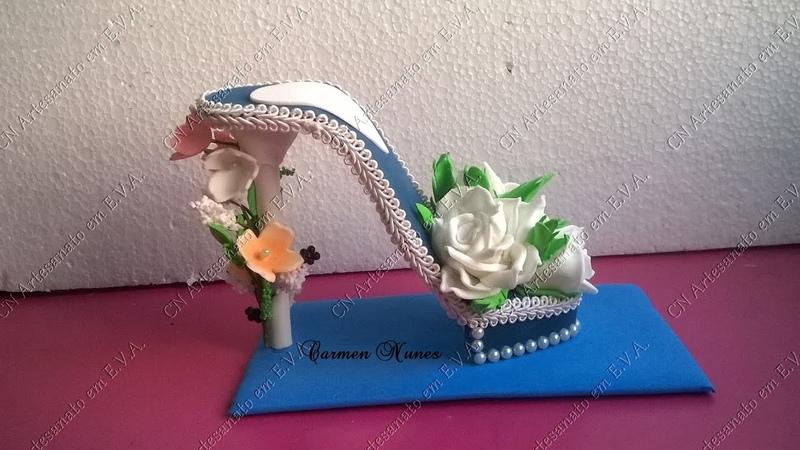 Lembrancinha Sapato com flores de e.v.a.