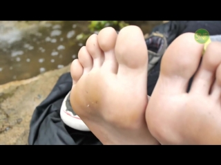 smelly natural feet (Smelly Socks and Teen Feet)