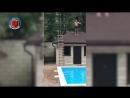 男子从屋顶跳向游泳池却出现严重失误