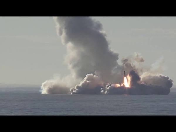 Залповый пуск баллистических ракет Булава из акватории Белого моря по полигону Кура