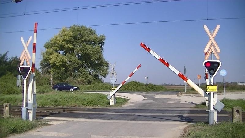 Spoorwegovergang Komárom (H) Railroad crossing Vasúti átjáró