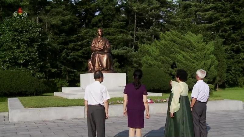 력사에 길이 빛날 불멸의 대기념비들 칠골혁명사적지에 높이 모신 불요불굴의 혁명투사 강반석어머님의 동상
