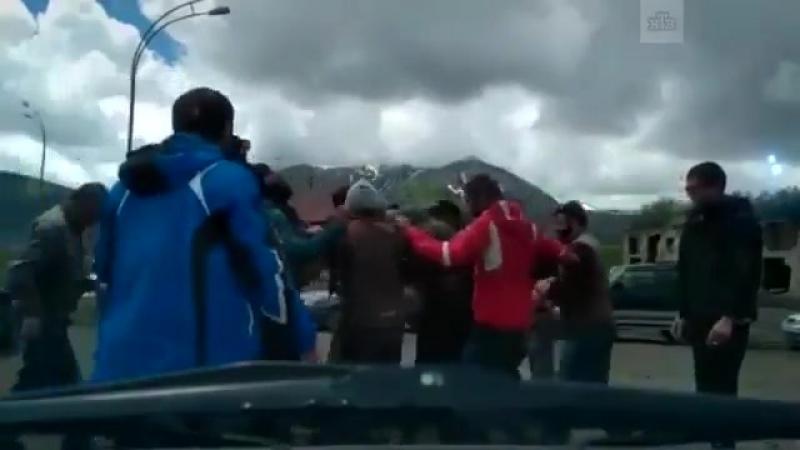 Грузины толпой избивают русского парапланериста   Грузинское гостеприимство когда вы не приносите им денег