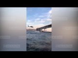В Санкт-Петербурге неизвестный на вертолете пролетел под опорой моста Западного скоростного диаметра