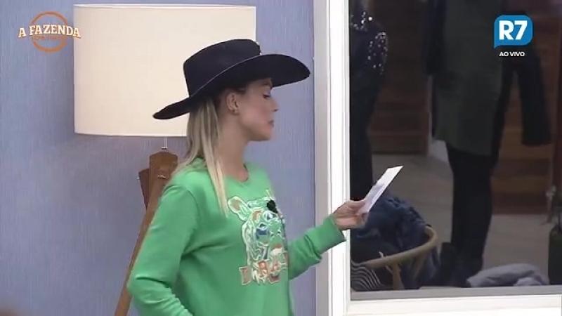 Flávia Viana passa o chapéu para a nova Fazendeira Ana Paula Minerato