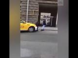 Видео нападения на полицейского в Москве