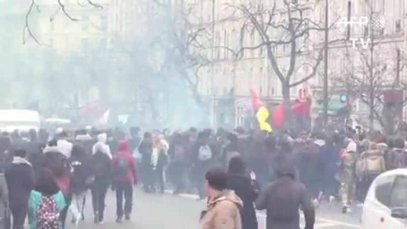 PARIS ERUPTS Furious scenes on streets of France as THOUSANDS rally against Macron