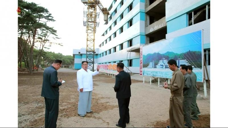 경애하는 최고령도자 김정은동지께서 염분진호텔건설장을 현지지도하시였다