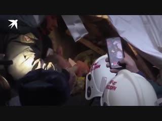 Живого мальчика достали из-под завалов в Магнитогорске