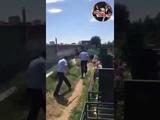 Вандал громит плиты на кладбище