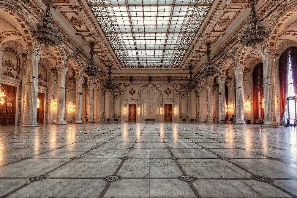 Дворец Парламента в Бухаресте или Дворец Чаушеску — самое большое здание в мире после Пентагона